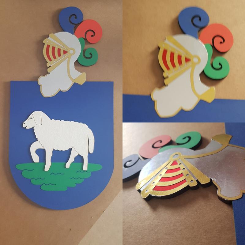Escudo artesanal cartulina y madera